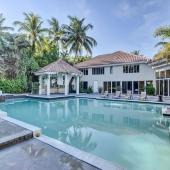 Дом продается в Палм-Бич, Флорида. Покупателю грин карту!