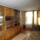 Удовлетворительное состояние квартиры. Зато цена для продажи невысокая!