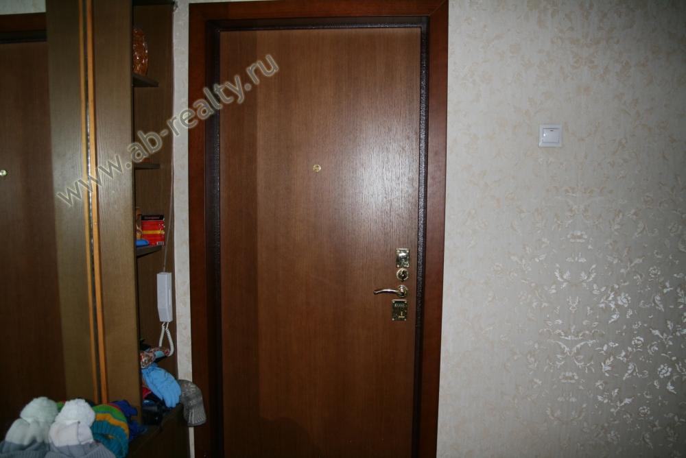 Входная дверь в квартиру на Вернадского 127