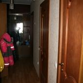 Общая фотография коридора, который ведет на кухню