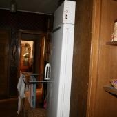 Холл достаточно просторный - видны проходы в другие комнаты