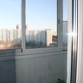 Здесь в большой балкон, а с другой стороны есть еще лоджия