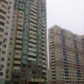 Фото справа от дома