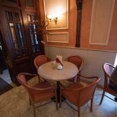 Столик у входа