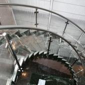Лестницы в доме весьма стильные, их не устаешь снимать снова и снова!