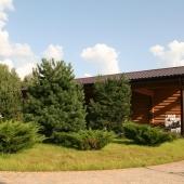 Общий вид на дом с гаражом