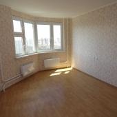 Жилая комната, мебель из ИКЕА пока на тот момент не завезли