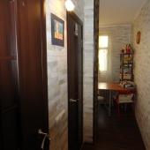Здесь вид на коридор на кухню