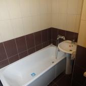 Ванная выполнена в современном стиле