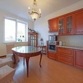 Кухня-столовая в элитной квартире в Ружейном переулке