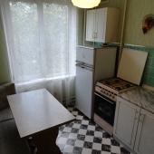Переходим к кухне - уголок, стол, мебель, плита