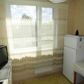 Тв напротив стола, кухня на Болотниковской 33к2, квартира сдается в аренду