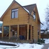 А вот второй дом (деревянный) на этом участке