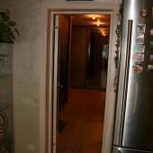 Есть и из кухни проход в коридор