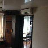 Проход на кухню, там положена качественная плитка, квартира продается недорого, порядка 7 500 000