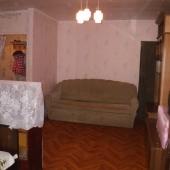 Основная жилая комната, площадь 19,3 м; есть тв и два спальных места