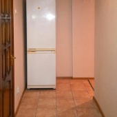 Коридор, где стоит холодильник - фотографии из квартиры по ул. Нагорная, д. 30к1