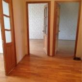 Все три комнаты пустые, готовые к приему другой мебели от новых хозяев