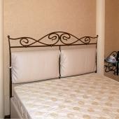 Все-таки это королевская кровать!