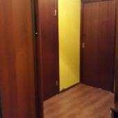 Шкаф в коридоре, сдается комната, но фактически это как однокомнатная квартира
