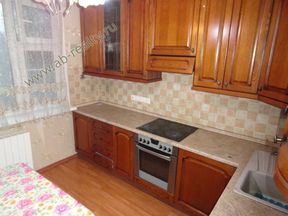 Большая кухня в 3-к. квартире в Солнцево