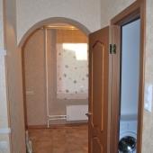 Это часть двери в ванную комнату и, соответственно, проход на кухню