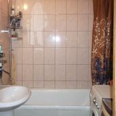 Ванная комната, собственник пишет, что по площади она большая