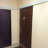 Входная дверь снаружи в общем коридоре