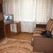 Она, конечно, скорее как гостиная, но спальное место тоже есть!