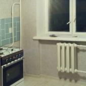 Теперь мы на кухне - здесь тоже мебели нет, но есть газовая плита!