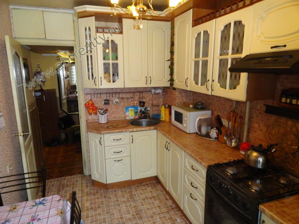 Кухня в этой квартире площадью 10 м2. Состояние вполне удовлетворительное.