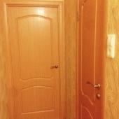 А теперь дверь закрыта. И включили свет!