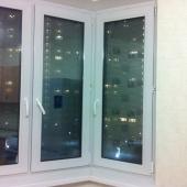Что интересно в этой арендной квартире: на кухне окно сделано эркером и выходит во двор