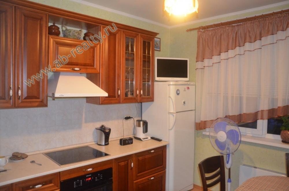 Это кухня (почти 10 метров) во всей своей красе!