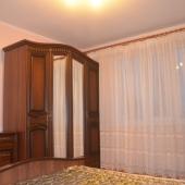 В углу стоит вот такой шкаф на ул. Новокосинской, дом № 15 корпус 3