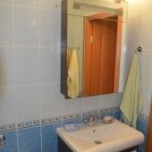 Заглянем в санузел (раздельный как можно догадаться). Это соответственно ванная.