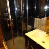 В ванной есть душевая кабина