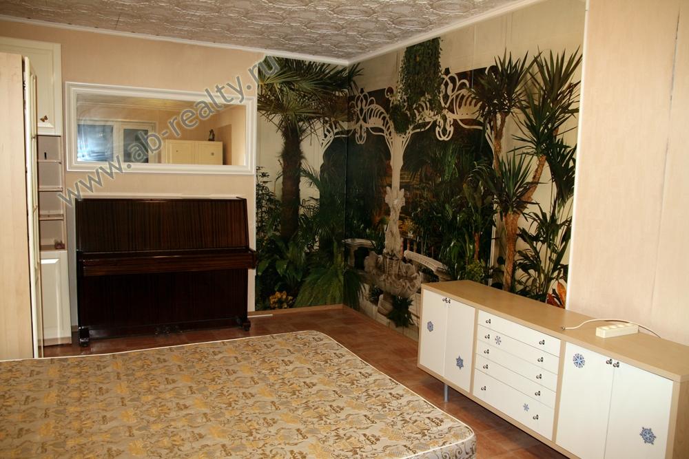 Это большая комната по Бакулева, в четвертом доме. Квартира сдается!