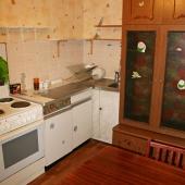 А на кухне (ул. Бакулева, д. 4) есть что-то типа комода для дополнительных лишних вещей на кухне