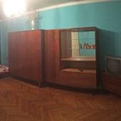 На Берзарина 15 к 1 стенка советская, но вполне крепкая! И стоимость аренды в месяц всего 25 тысяч + счетчики!