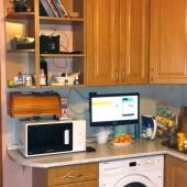 В квартире на Ак. Анохина есть встроенная стиральная машина на кухне