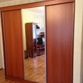Стандартный шкаф, но весьма вместительный. Квартира готова к аренде на Пржевальского!