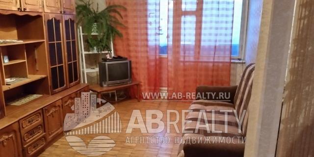 Большая комната 18 м2 - стенка и ТВ и диван
