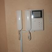 Коридор, видео домофон в квартире, фотография