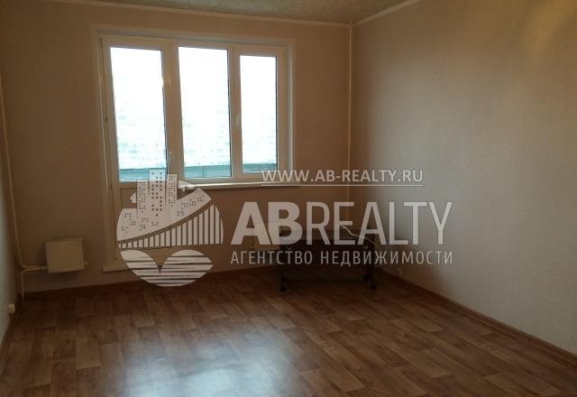 Это жилая комната площадью 18 квадратов на ул. Маршала Голованова, д. 18. Аренда 30 тыс. в месяц.