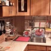 Есть 2 холодильник. Кухня в этой квартире - просят 40 тыс. в мес.