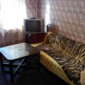 В комнате есть диван - это 1 спальное место