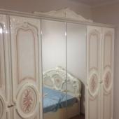 Шикарный белый гардеробный шкаф