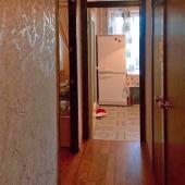 Коридор между кухней и комнатами