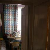 Небольшой коридор от входной двери до кухни